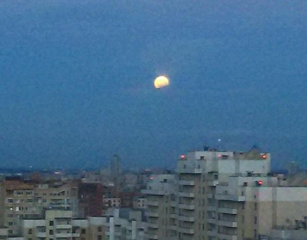 """Ночью над Землей взошла """"кровавая луна"""" - фото и видео"""