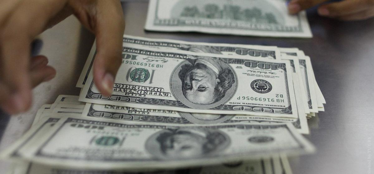 В мае белорусы сдали рекордный объем валюты