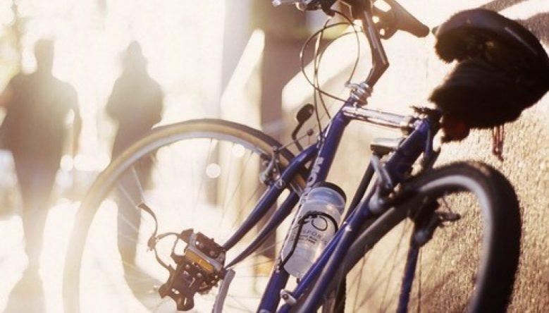 В Гродненской области пенсионерка, угрожая ножом, украла велосипед в магазине