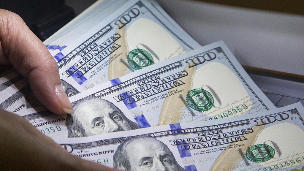 На торгах 12 ноября доллар снова подорожал