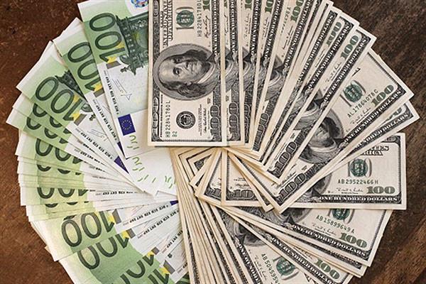 На тогах 14 ноября доллар и евро подорожали