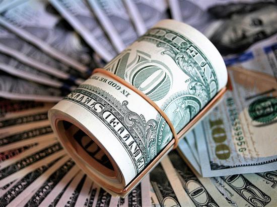 На торгах 4 декабря доллар и российский рубль подешевели