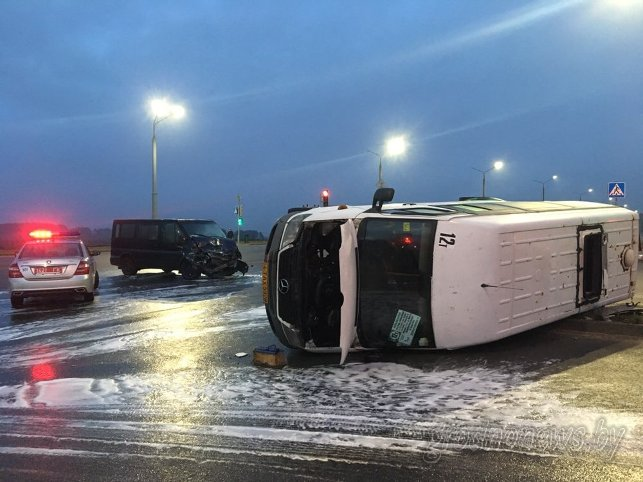 В Гродно перевернулась маршрутка с пассажирами