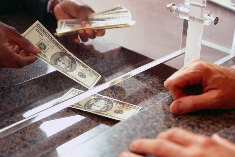 В 2018 году белорусы продали валюты больше, чем купили