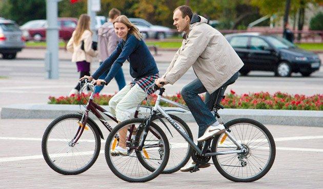 В Беларуси велосипедистам могут разрешить не спешиваться на переходах