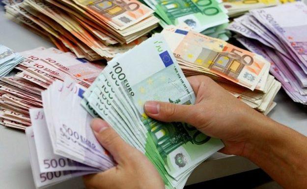 На торгах 20 мая 2019 года рубль укрепился ко всем валютам