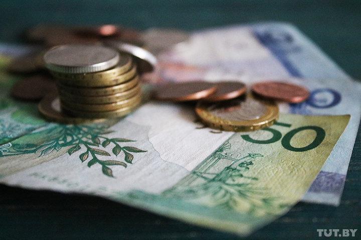 В Беларуси власти взялись за предприятия с небольшими зарплатами