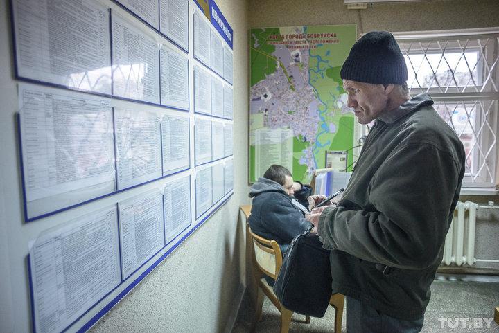В Беларуси седьмой месяц подряд увольняют больше людей, чем берут на работу
