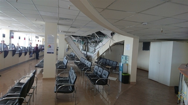 В Минске рухнул подвесной потолок в визовом центре