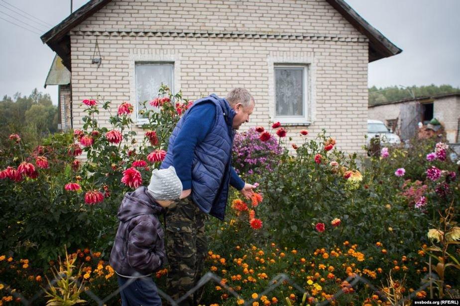чиновник на пенсии создал ферму под Лидой и продает «молочку» на 1000 рублей в день