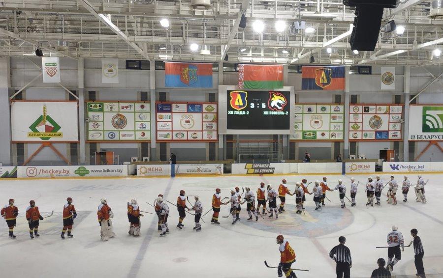 В Лиде матч по хоккею был прерван из-за сообщения о пожаре