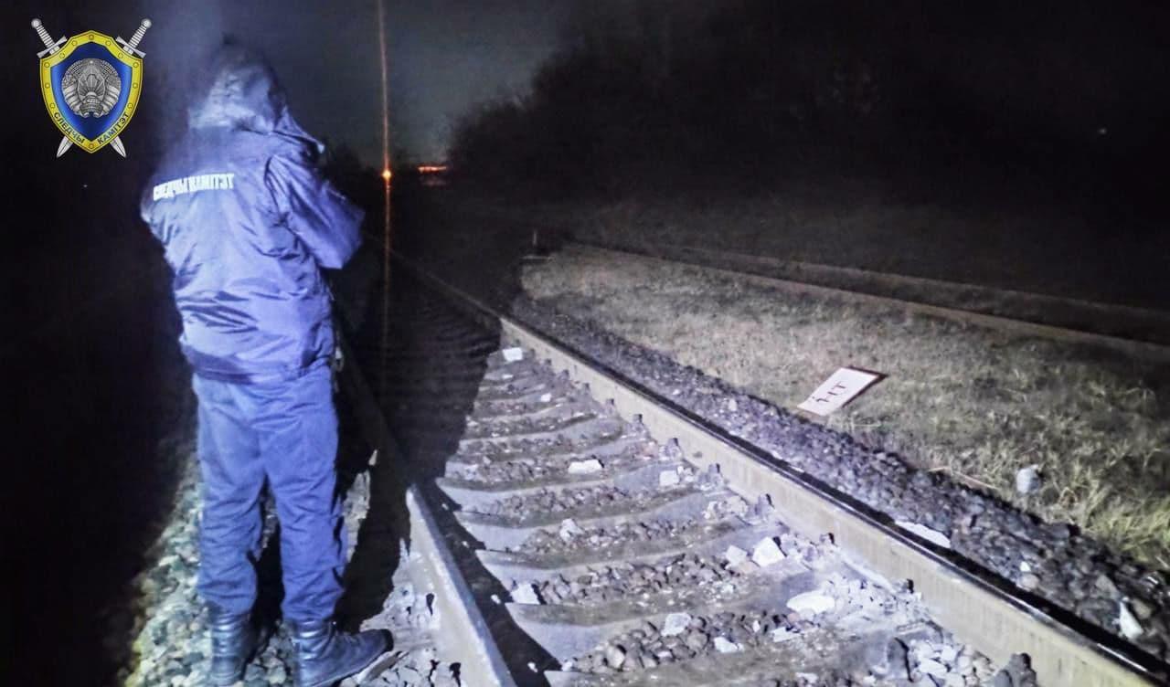В Лиде поезд столкнулся с бетонным столбом