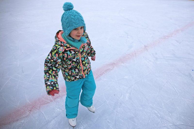 В Лиде открылась ледовая площадка, на которой можно кататься даже при «плюсовых» температурах