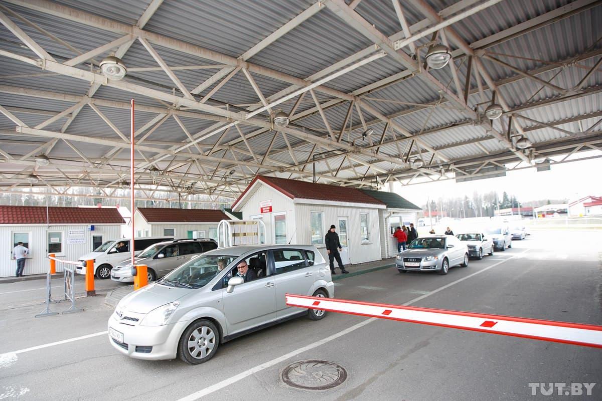 В Гродненской области через месяц водители будут платить за выезд на машине за границу