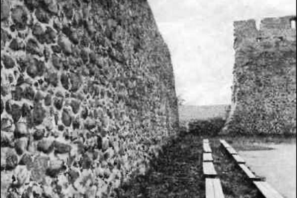 Как средневековый замок в Лиде превратили в футбольный стадион