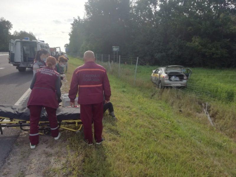На трассе М6 под Лидой таксист уснул за рулем и врезался в попутный автомобиль