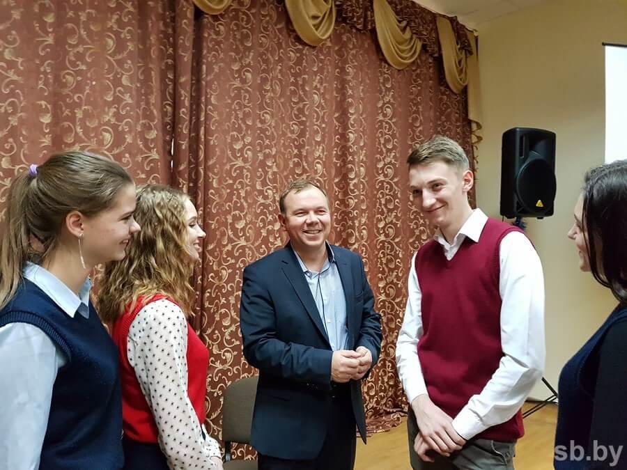 Гендиректор «Лидахлебопродукта» поделился со старшеклассниками секретами успеха
