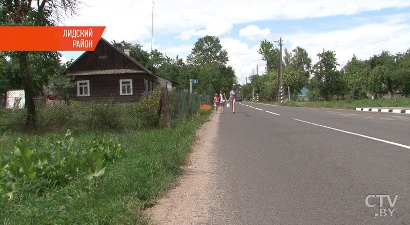 Жители деревни в Лидском районе, имея водопровод, вынуждены ходить с ведрами к колодцу