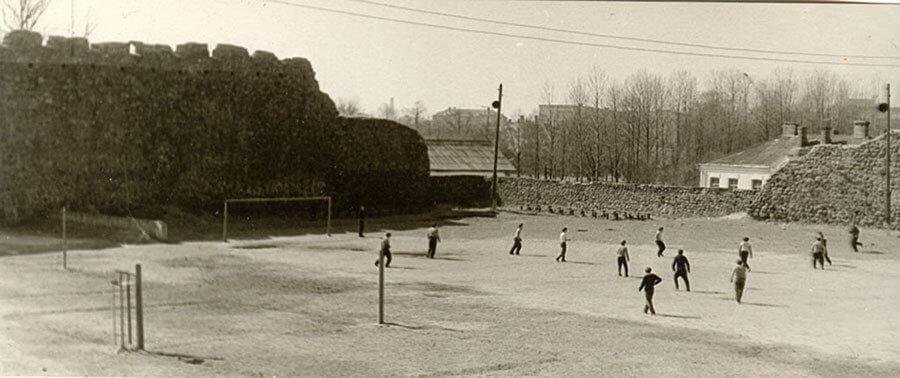 Лидский замок в довоенное время превратили в футбольный стадион