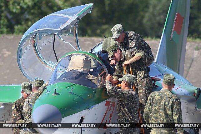 На авиабазе в Лиде прошли учения войск тыла [ФОТО]