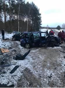 Под Лидой произошло лобовое столкновение автомобилей
