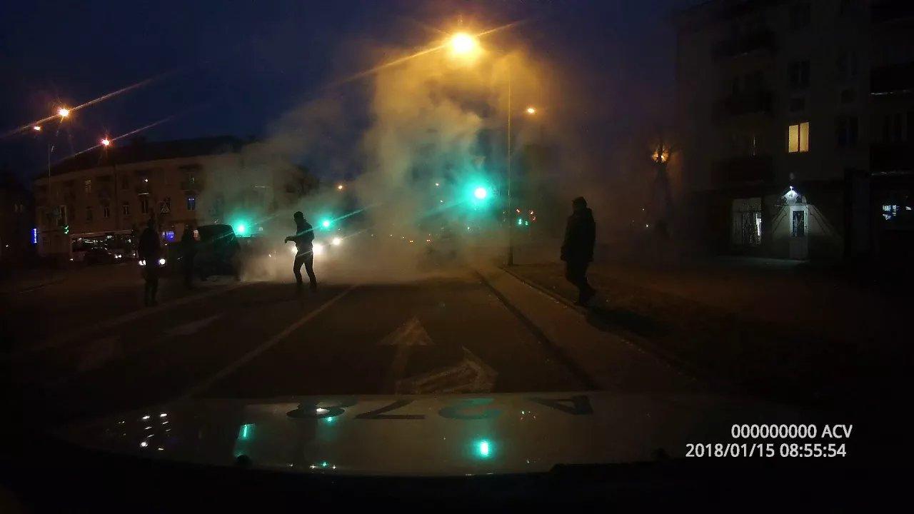 В центре Лиды загорелся автомобиль