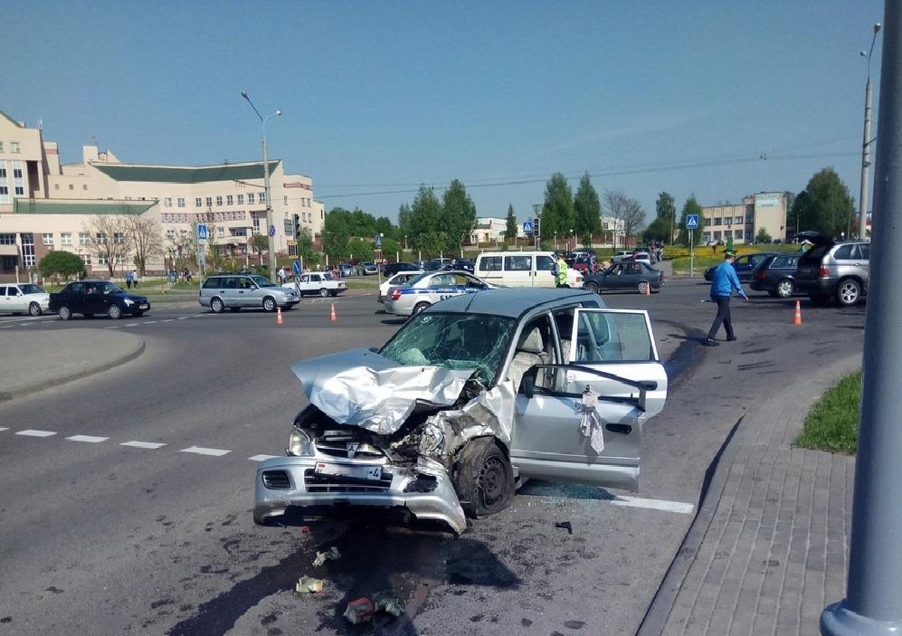 В Гродно столкнулись два автомобиля, пострадали три человека [ВИДЕО]