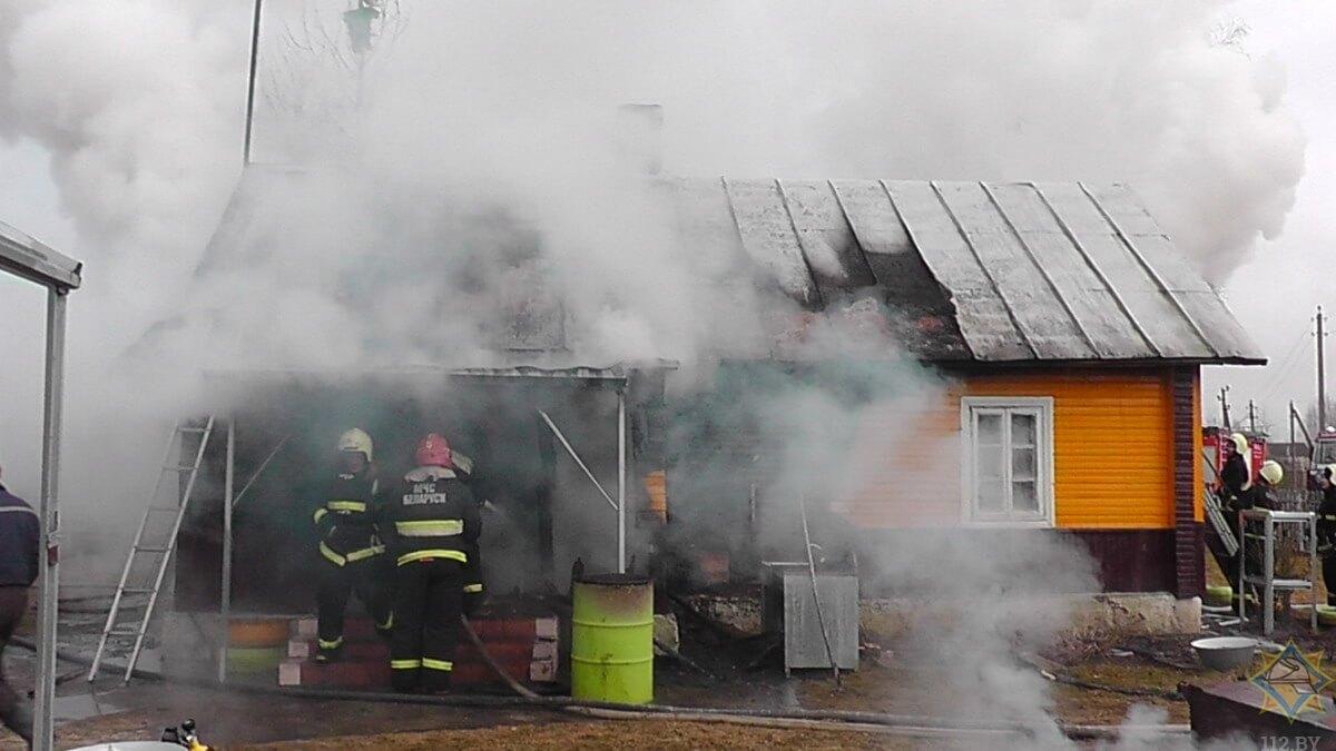 Под Лидой парень отдохнул на даче и уехал, а дом загорелся