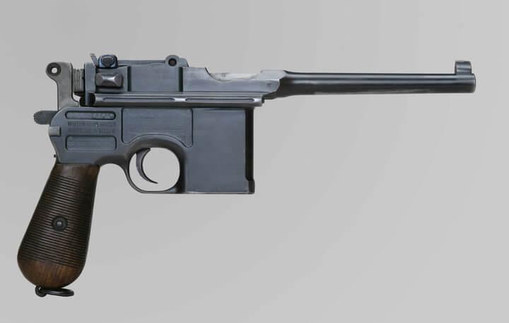 У лидчанина дома обнаружили столетний пистолет маузер