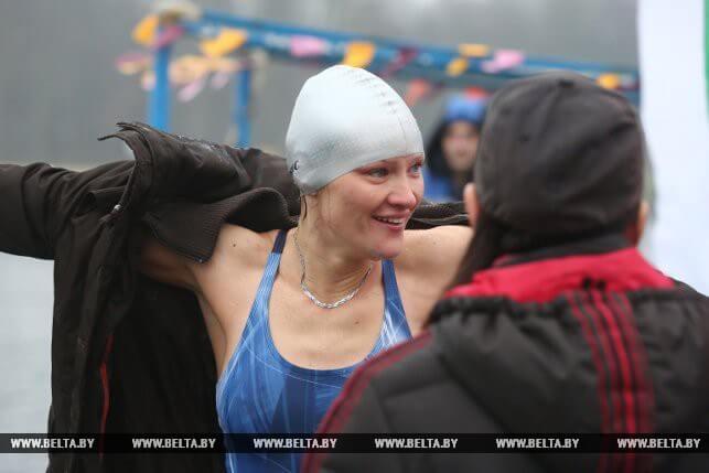 На Лидском озере прошёл первый турнир по зимнему плаванию