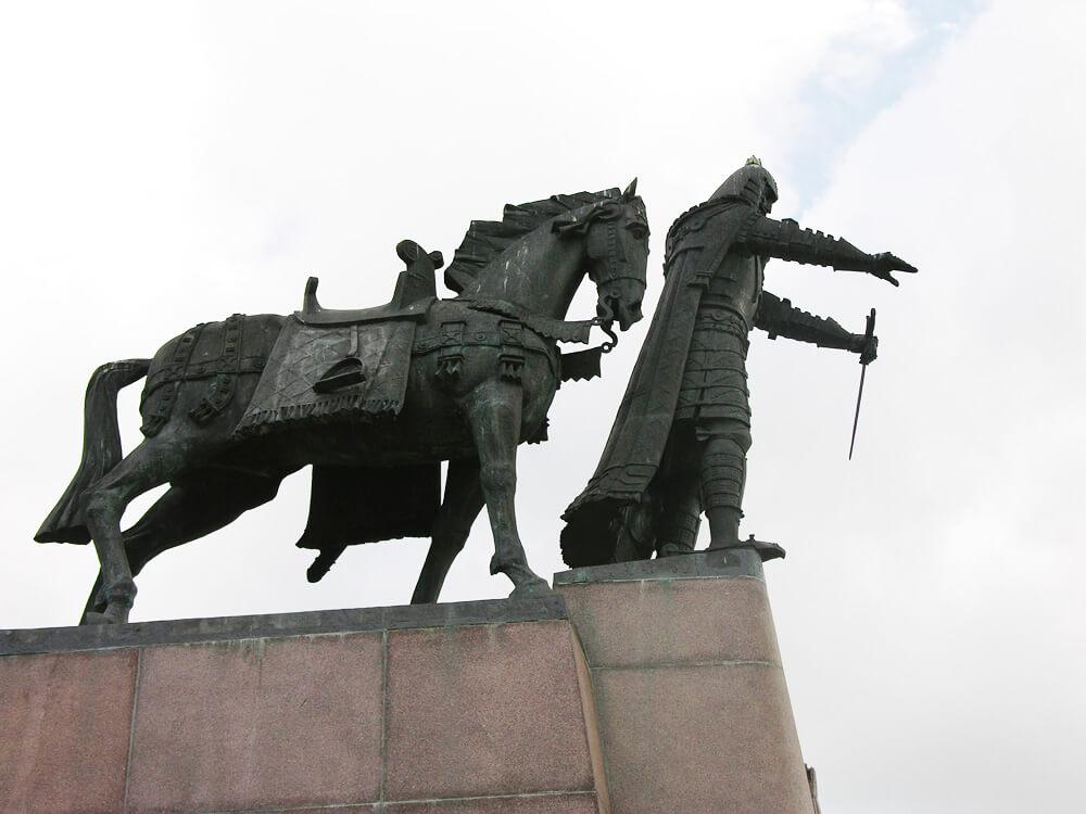 У стен Лидского замка установят памятник Гедимину / На фото памятник Гедимину Вильнюс, Литва / Credits: travel.rambler.ru