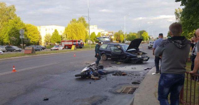 В Лиде Volkswagen не уступил дорогу мотоциклистам, один из них погиб