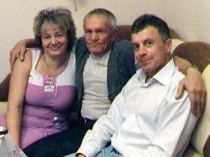 Людмила нашла отца и брата.