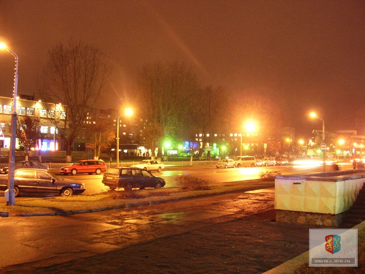 Центральная улица города в новогодних огнях